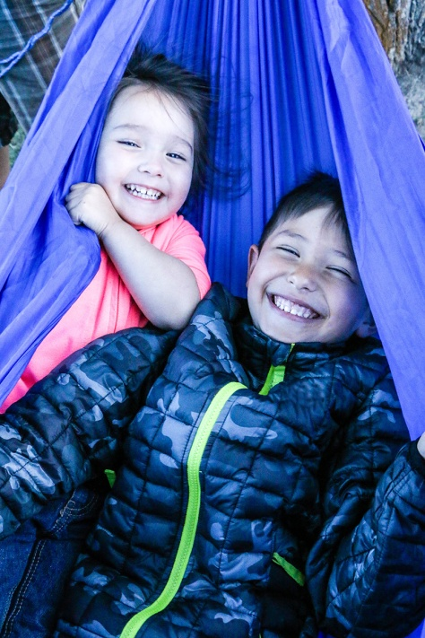 5kidsandarv littles in a hammock