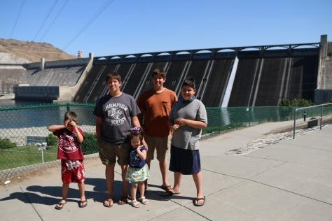 5kidsandarv Crew in front of spillway